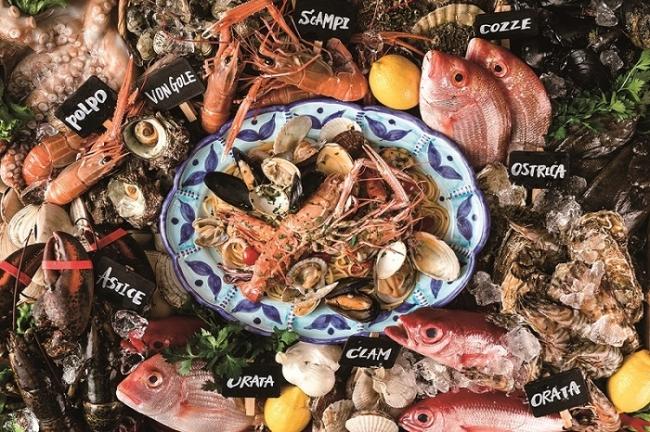 生簀、  アイスベットで新鮮な魚介を自分仕立てのイタリア料理で