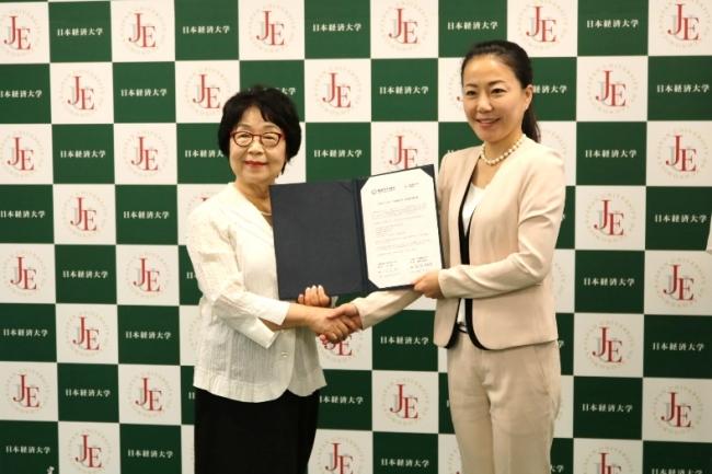 培花女子大学 金 淑子総長と日本経済大学 都築 明寿香学長