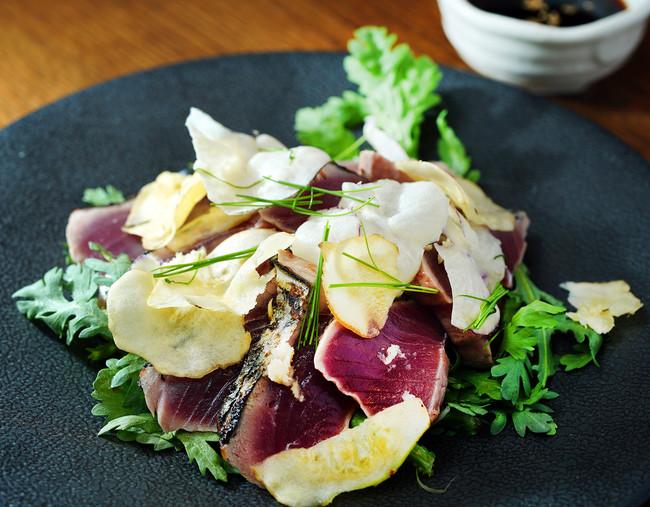 炙りたて鰹 ベジマカと香味野菜(1,280円)