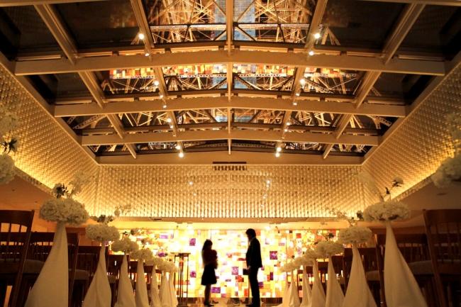 東京タワーを背景にした各シチュエーションに合わせた撮影シーン(デート、  プロポーズ等)