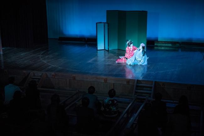 内子座では、  花柳廸薫さんと尾上五月さんの芝居を堪能