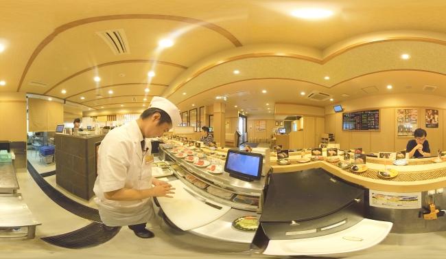 ▲マシーンを使った寿司の握り方も事前にVR体験することで、就業後の不安解消に。