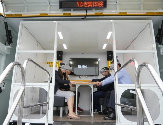▲VR地震体験車の地震体験室