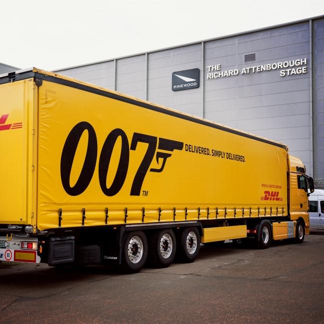 ドイツポストDHLグループは、輸送の総合力で超大作映画の製作をサポートします。