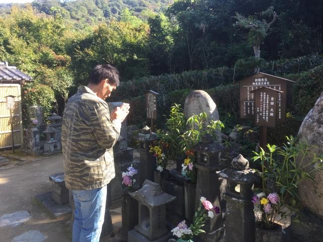 吉田松陰の墓前にて