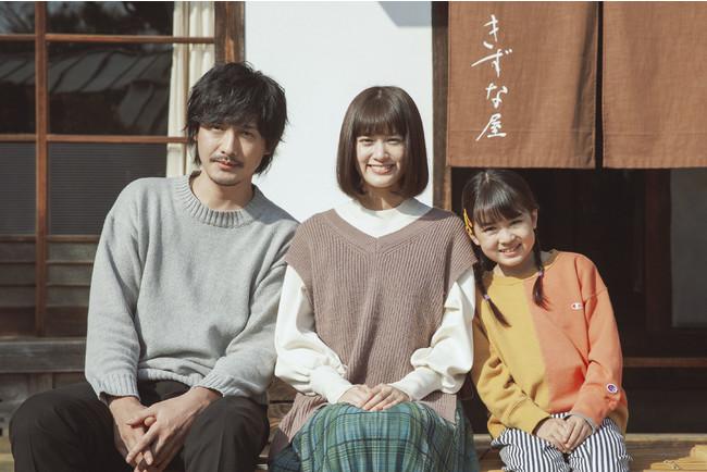 (左から)中村俊介、小西桜子、新津ちせ                    ©「京阪沿線物語」製作委員会