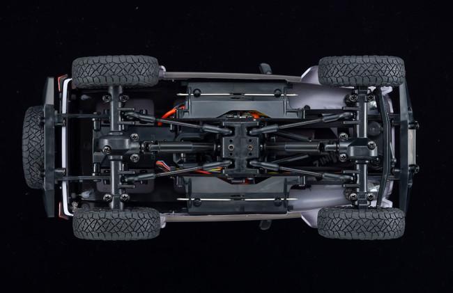 ミニッツ4×4は、ラダーフレームやリンク式リジッドアクスルサスペンションといった1/10スケールのオフロードモデルと同様のメカニズムをミニッツサイズに凝縮。