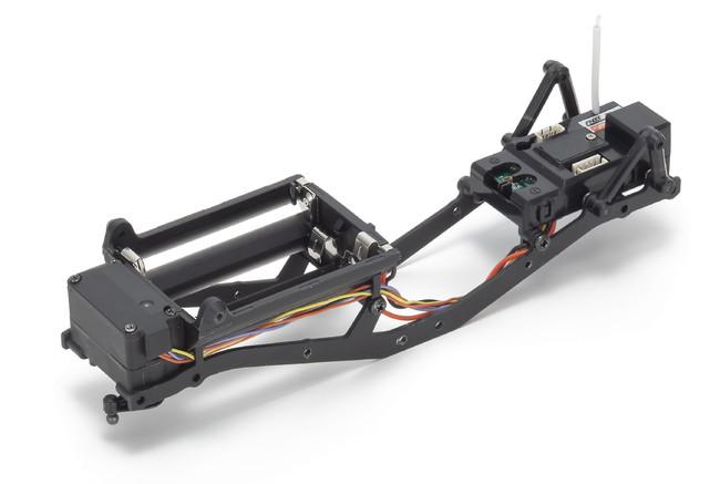 ミニッツ4×4は、実車モデルの多くに取り入れられているラダーフレーム(スチール製)を採用。これに組み合わせる各種樹脂製パーツとのバランスを図ることで、走行に適したシャシー剛性を確保。