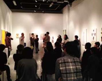 第6回東京アンデパンダン展 説明アンデパンダンの様子