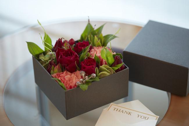 「メッセージを添えたフラワーボックス」で感謝を伝える宿泊プラン