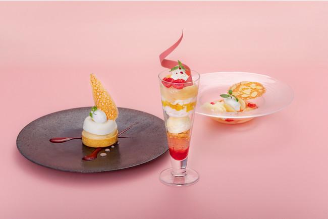 「桃のタルト」(左)、「桃のパフェ」(中)、「桃のコンポート」(右)