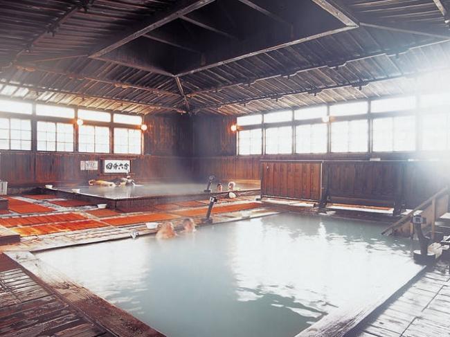 【2位:酸ヶ湯温泉旅館】混浴風呂