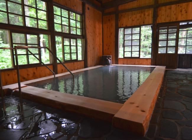 2位 秋田県「駒ヶ岳温泉」の内湯。