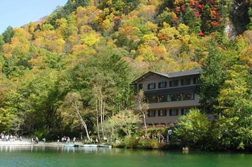 2位 長野県「上高地 大正池ホテル」外観。