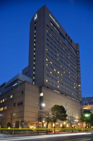 【2位:ロイヤルパークホテル】外観