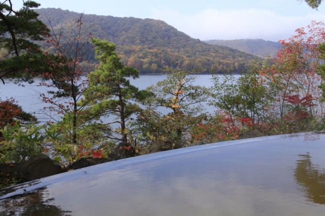 【7位:裏磐梯レイクリゾート 本館 五色の森】露天風呂