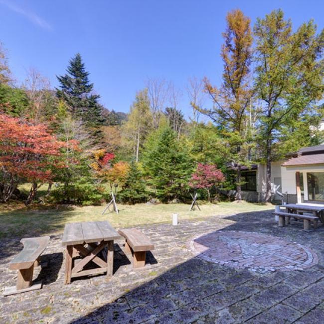 【2位:日光湯元温泉 日光グランドホテル ほのかな宿樹林】中庭の紅葉