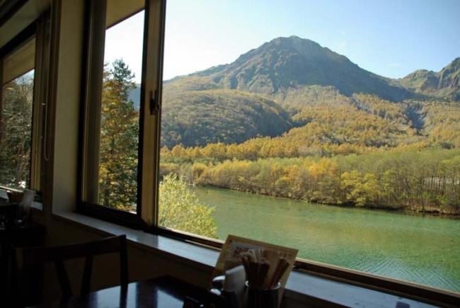 【1位:上高地 大正池ホテル】レストランからの景色