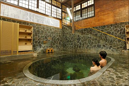 【3位:岩手 花巻温泉郷 鉛温泉 藤三旅館】岩風呂