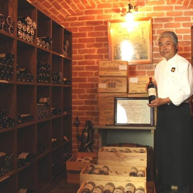 【1位:草津温泉 ペンション レザン】ソムリエの資格を持つオーナーと宿のワインセラー