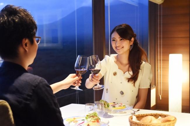 【3位:那須温泉 ホテルエピナール那須】フランス料理とワインの食事イメージ