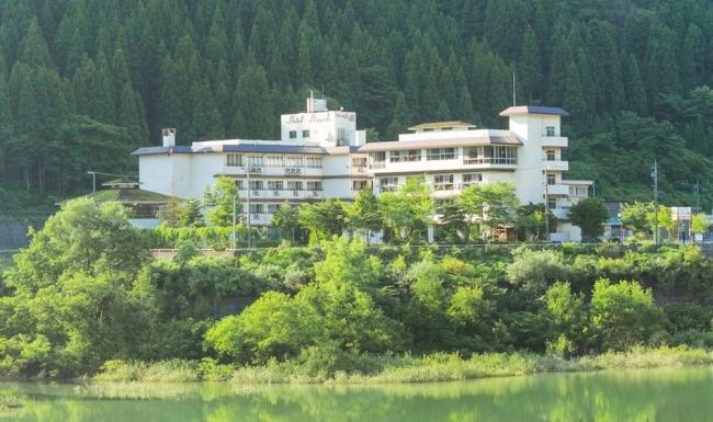 【3位:白峰温泉 ホテル八鵬】外観