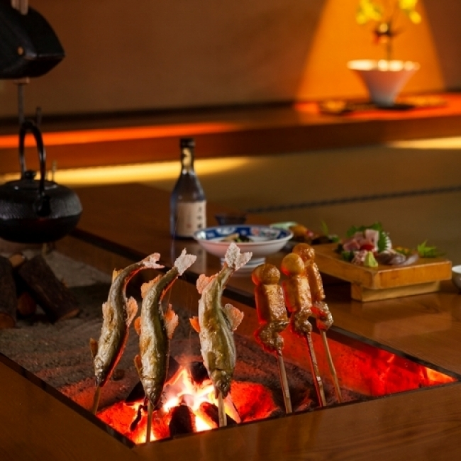 【2位:新祖谷温泉 ホテルかずら橋】囲炉裏で食べる鮎の塩焼きや味噌田楽の「でこまわし」