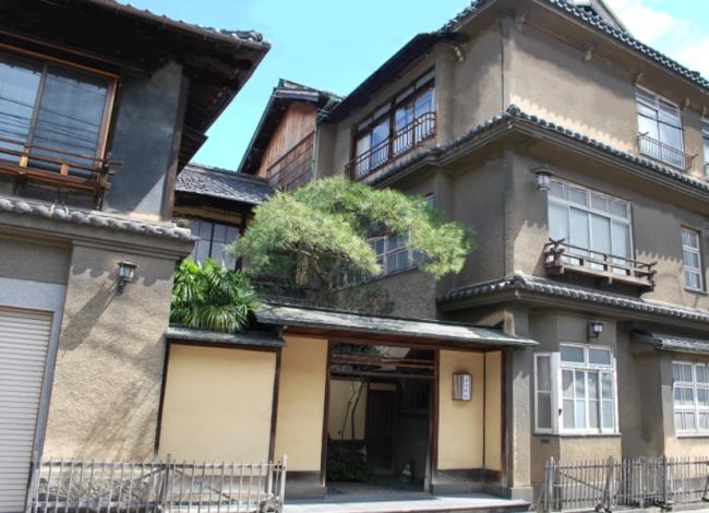 1位 「登録有形文化財の宿 西山本館」 外観