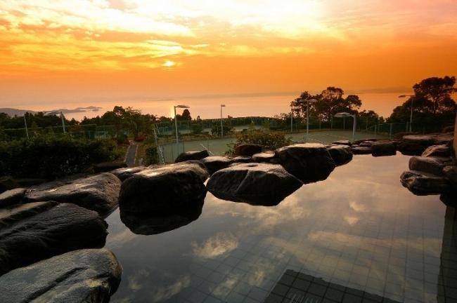 【3位:小豆島温泉 リゾートホテルオリビアン小豆島】露天風呂からの夕日