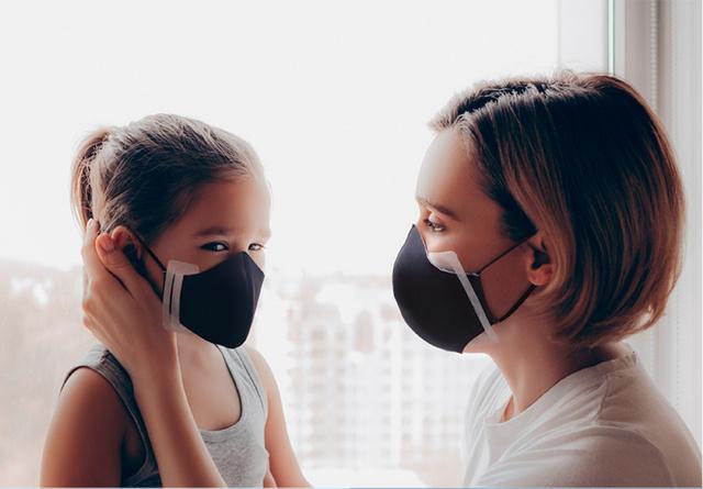 一番奥のスリットを利用するとお子様用のマスクにもご使用いただけます。