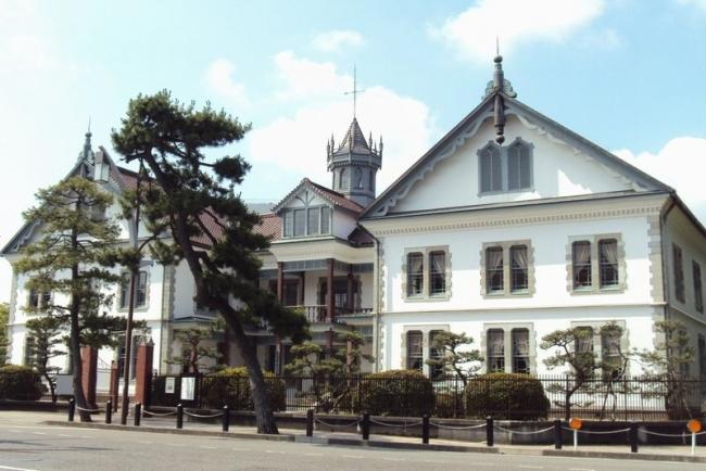 県政記念館外観