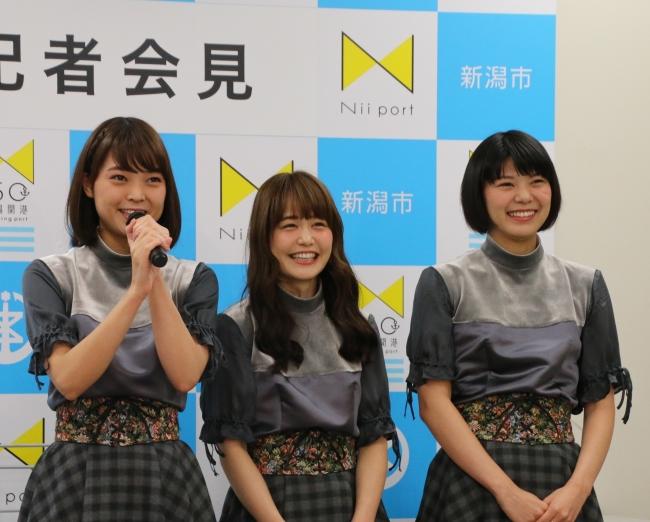 左からNegiccoのKaedeさん、  Nao☆さん、  Meguさん