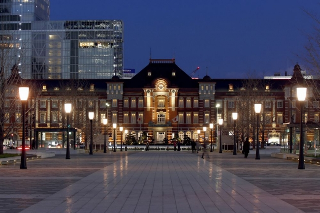 イベント会場は東京ステーションホテルのバー&カフェ〈カメリア〉