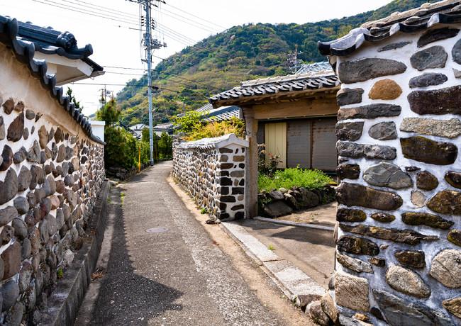 島の名物「ねりへい」のある風景-山口県上関町祝島