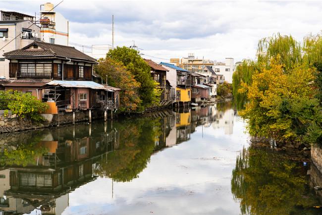 溜川沿いに立ち並ぶ古い建物-岡山県倉敷市玉島