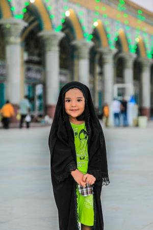 イラン モスクの前で