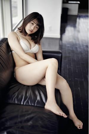 石田桃香 (c)光文社/週刊『FLASH』 写真◎熊谷 貫
