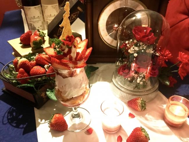 野獣の薔薇の苺パフェ 1300円