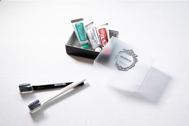 MARVISの3種の歯磨き粉と歯ブラシ