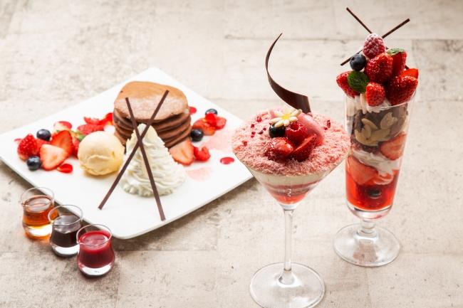 左から、いちごとココアのパンケーキ 、ヴェリーヌルビーショコラ 、ストロベリーパフェ