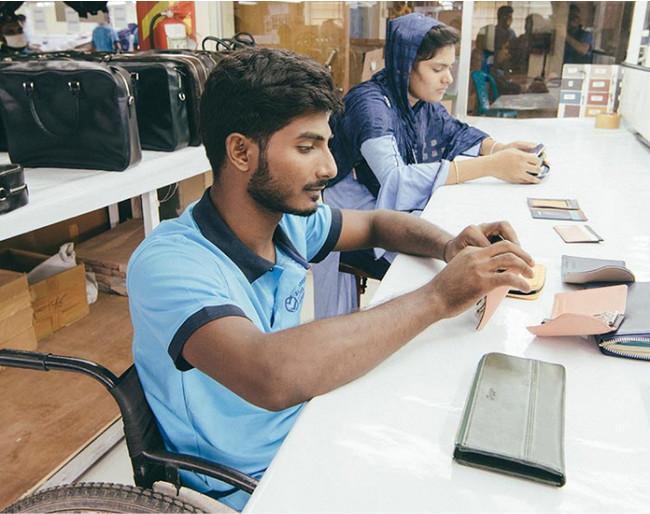 生産拠点であるバングラデシュ工場の様子