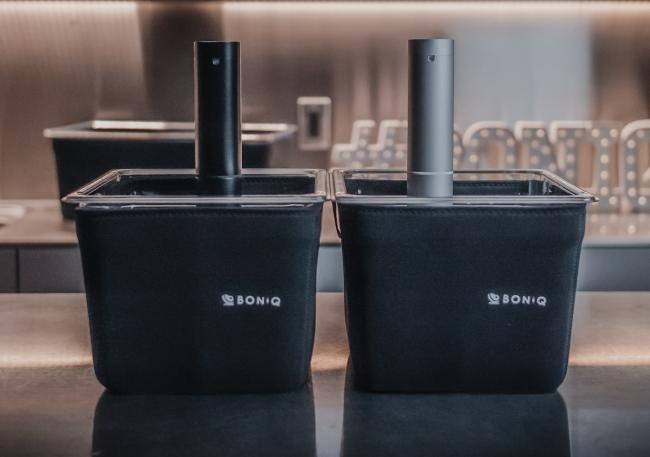 プロ仕様低温調理器「BONIQ Pro」、色は2種類