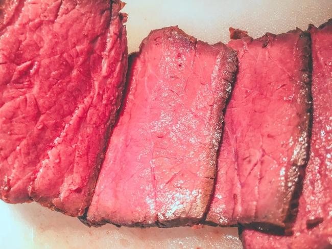 ランキング2位は、57度で3時間40分/牛もも肉のローストビーフ低温調理 塩投入比較