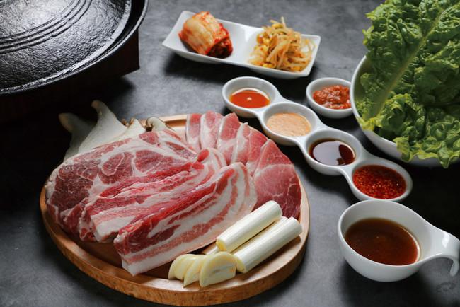 ▲厚切熟成豚肉の盛合せA 価格4,990円(税込)