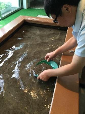 西三川ゴールドパーク「砂金採り」体験