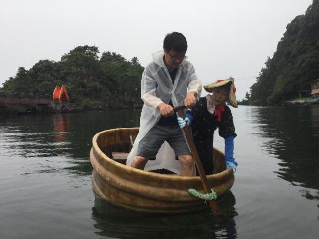 人生初たらい舟(矢島体験学習館)