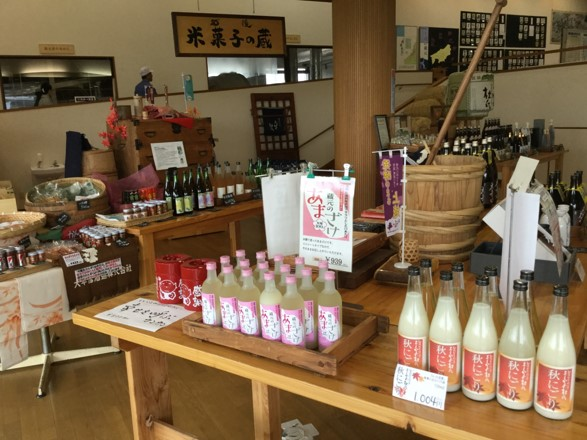 道の駅に併設されたよしかわ杜氏の郷では、様々な商品開発を行っている