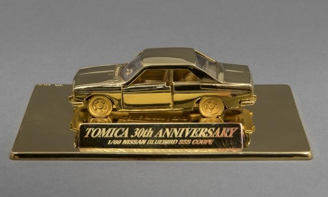 トミカ誕生30周年記念 純金トミカ 日産 ブルーバード SSSクーペ