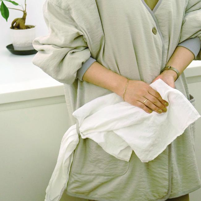 ポケット横にクロスなどをかけられるループ付きで、水仕事や庭仕事の時に便利に使えます。