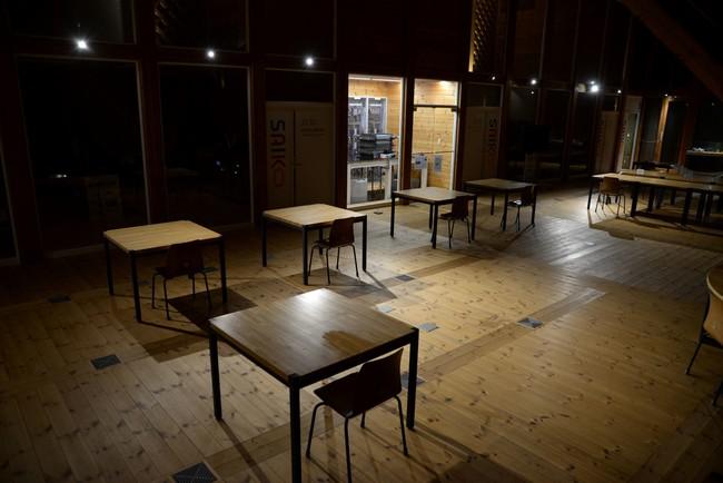 実証実験の様子。1.館内照明